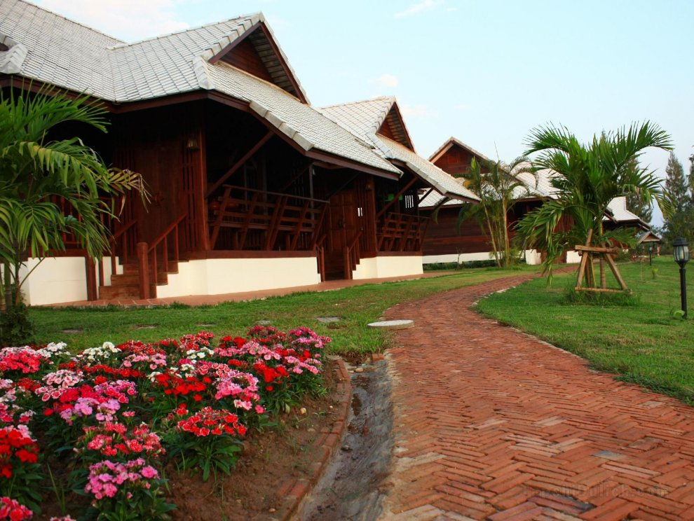 Apirata Resort