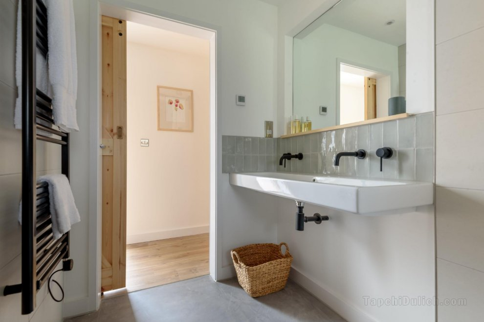 Carbon Neutral House with Wood Fired Spa (Shaldon)